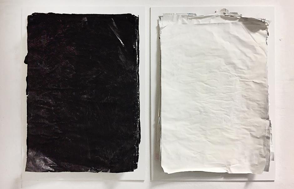 Detlef Günther_CS_schwarz-weiss, je:  Acryl, Öl auf Plakatbündel, 70 cm x 50 cm